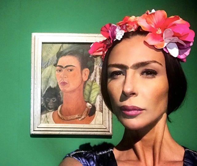 3-Mi-Kahlo-nella-parte-Frida-Kahlo-Autoritratto-con-scimmia-1938-Frida-Kahlo.-Oltre-il-mito-MUDEC-Museo-delle-Culture-di-Milano-2018-640x640